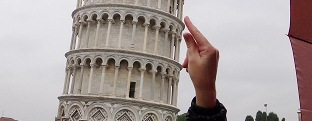 CarouLLou.com -Carou-LLou-at-Pisa-tower-S