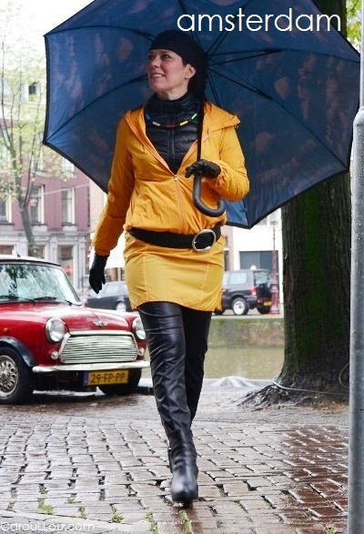 CarouLLou.com Carou LLou in Amsterdam Nertherlands rain travel street style-chic-