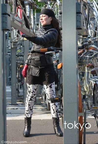 CarouLLou.com-Carou-LLou-in-Tokyo-bicycle-parking-Nakano-Chic