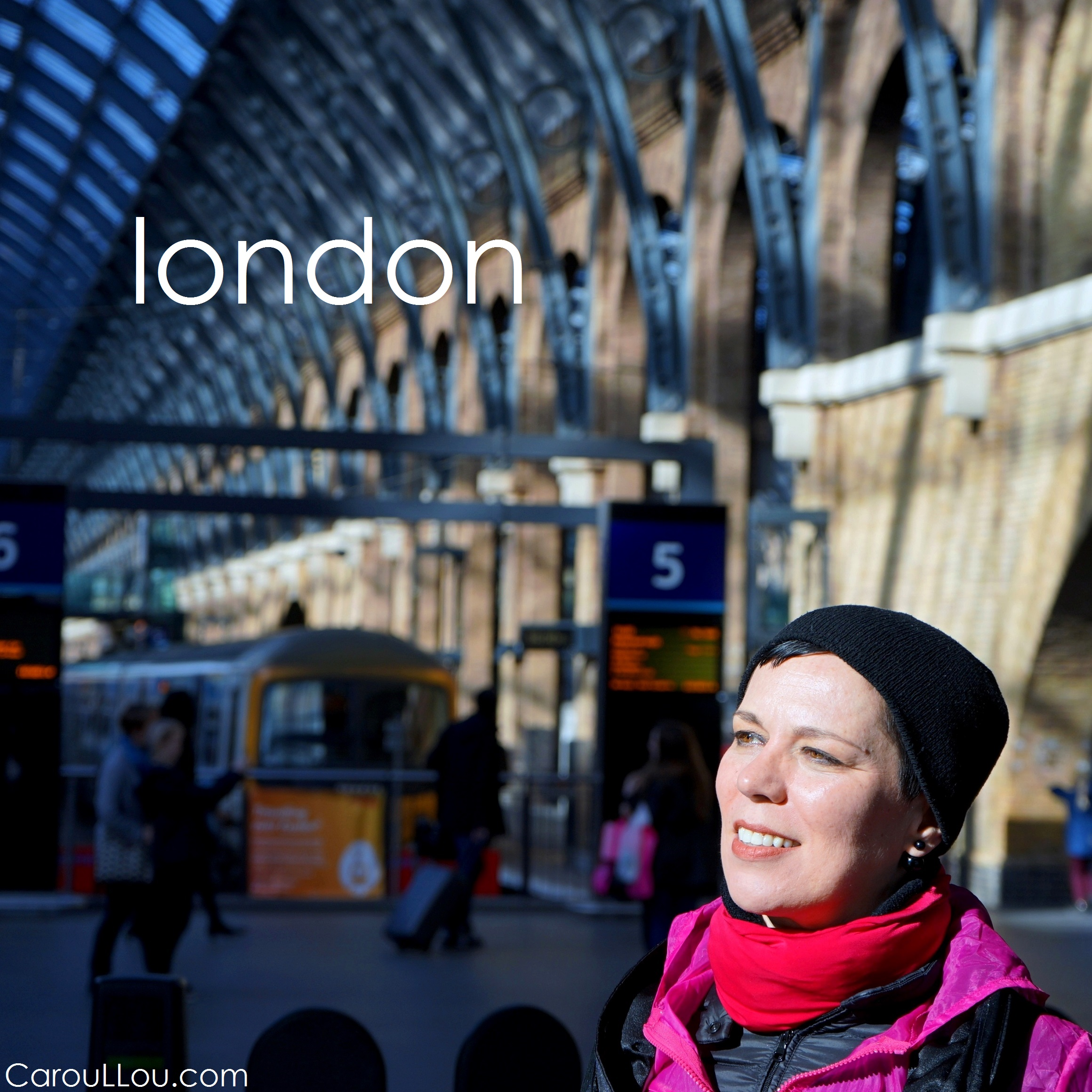 CarouLLou.com CarouLLou in London train station +-